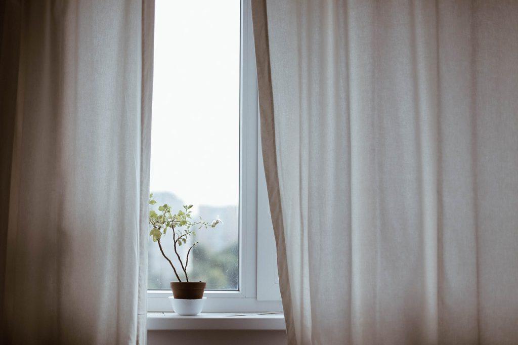 Как утеплить дверные и оконные проемы